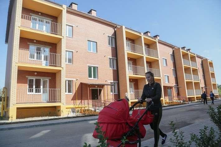 11. В Камызяке Астраханской области 36 детей-сирот получили ключи от новых квартир Сделано у нас, политика, факты