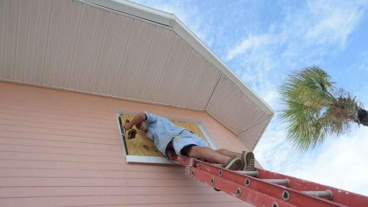 Миллионы жителей Флориды покидают дома из-за урагана «Мэтью»
