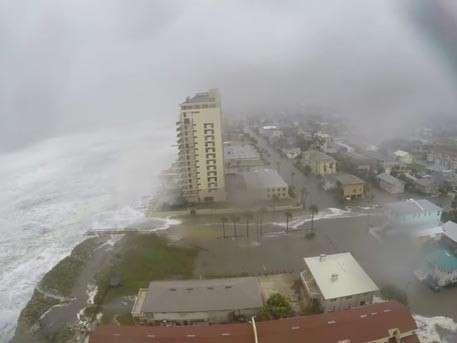 Ураган «Мэтью» едва не «смыл» американский город во Флориде