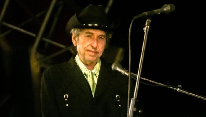 Лауреат Боб Дилан: нобелевские эксперты потеряли дар речи