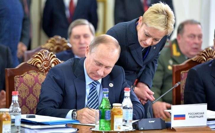 Подписание документов насессии Совета коллективной безопасности Организации договора околлективной безопасности.