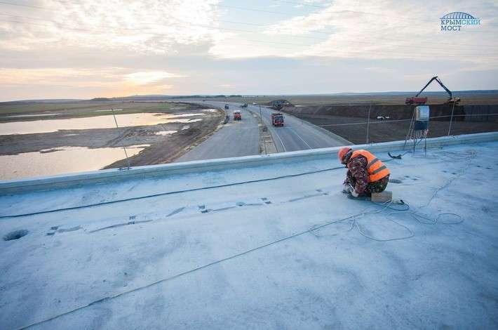 Строители моста в Крым и подходов к нему подвели итоги весенне-летнего строительного сезона