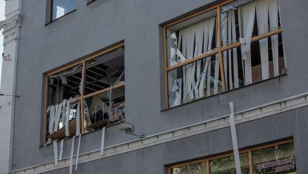 Здание в Донецке, поврежденное в результате взрыва