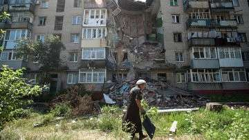 Пострадавший от обстрела украинских военных дом, архивное фото