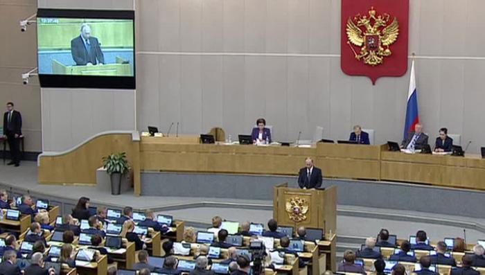 Депутатов Госдумы хотят штрафовать и выгонять за прогулы