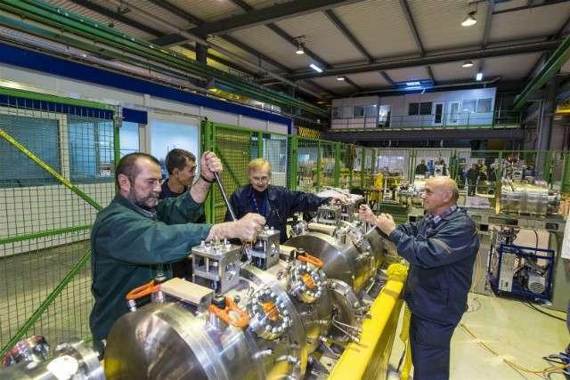 27. Новосибирский Институт ядерной физики участвует в модернизации Большого адронного коллайдера Сделано у нас, политика, факты