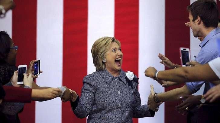 11 друзей Хиллари: сколько человек нужно, чтобы написать твит для Клинтон