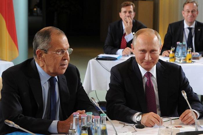 Владимир Путин остановил в Берлине наступление на Донецк и Алеппо