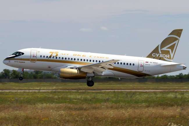 ��� � ������������ BEK AIR ��������� ���������� �� �������� ���� Sukhoi Superjet 100