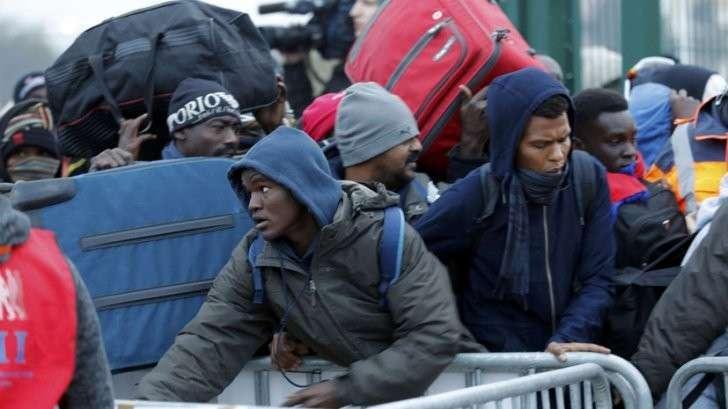 Снос лагеря беженцев в Кале — прямая трансляция из Франции