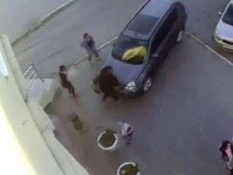 Якутский адвокат сбил двух девушек на тротуаре и ходит безнаказанный