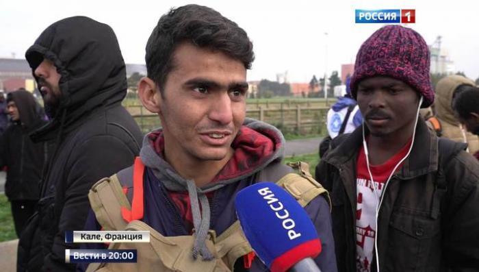 Подарок французам от Оланда: 9000 мигрантов из «Джунглей» в Кале расселят по всей стране