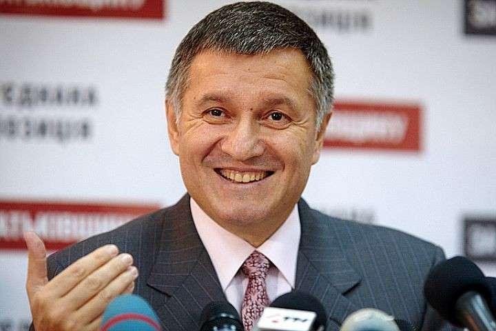 Самозванец Аваков уволил почти 600 донецких милиционеров