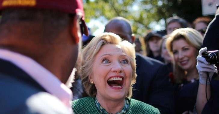 У Хиллари Клинтон что-то сильно не так с головой