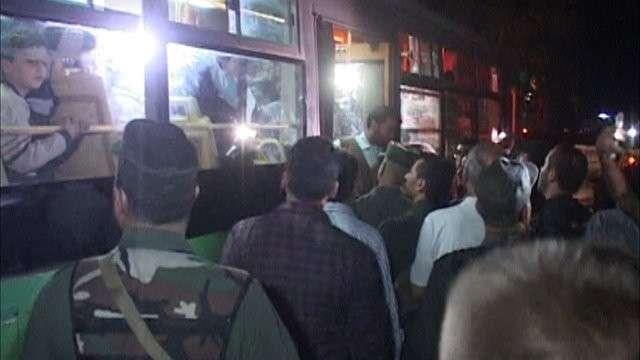 Сирийцы песнями встречали автобусы с освобождёнными жителями восточного Алеппо