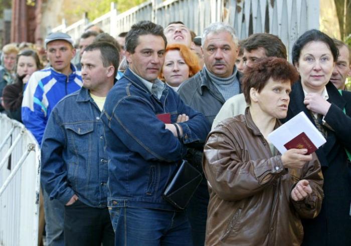 Майданные животные наскакали Украине полную нищету и разъехались на зароботки