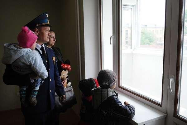 Офицерам повезло: за ними стоит Министерство Обороны. Но квартир пока нет