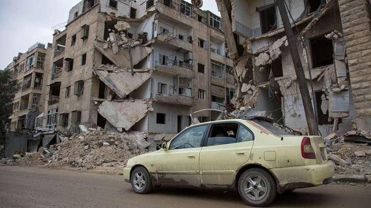 RT пообщался с единственной женщиной-таксистом, работающим в Алеппо