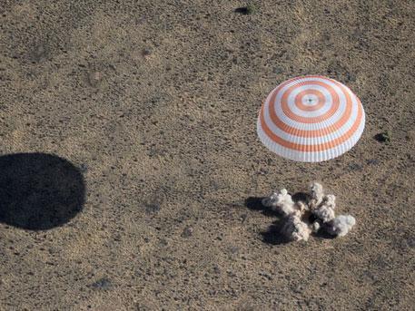 Спускаемая капсула корабля «Союз МС» приземлилась в Казахстане