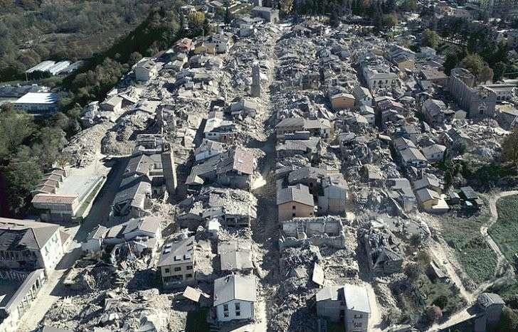 Число лишившихся крова из-за землетрясения в Италии может достичь 100 тысяч человек