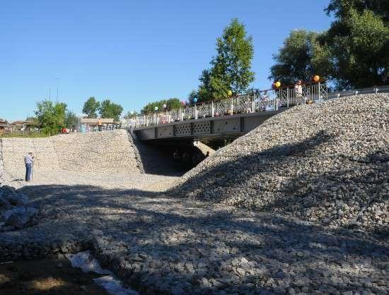 Стеклопластиковый мост через реку Пашенка