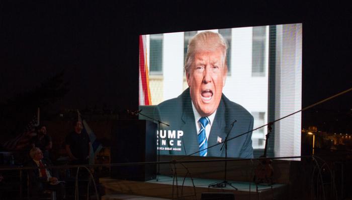 Предвыборное шоу в США: Трамп не связан с Кремлём, а хакеры целились не в Клинтон