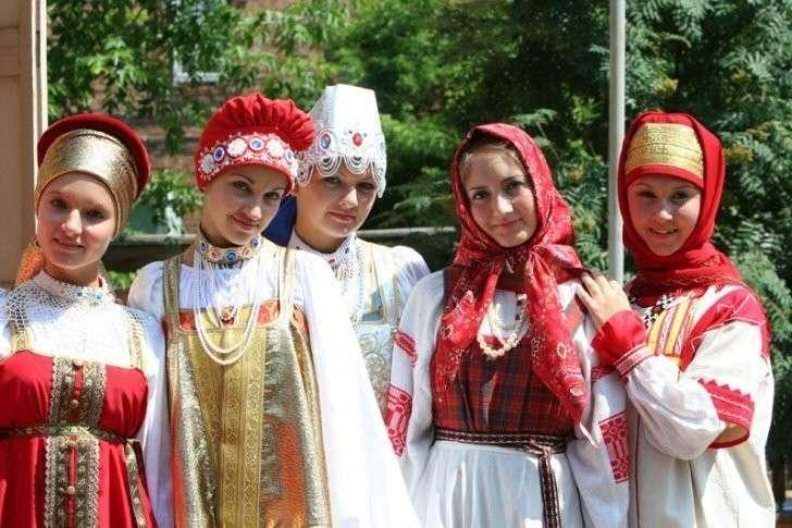 Студентки неделю носили русские народные костюмы. Последствия любопытны