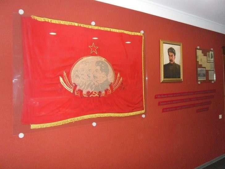 флаг и портрет
