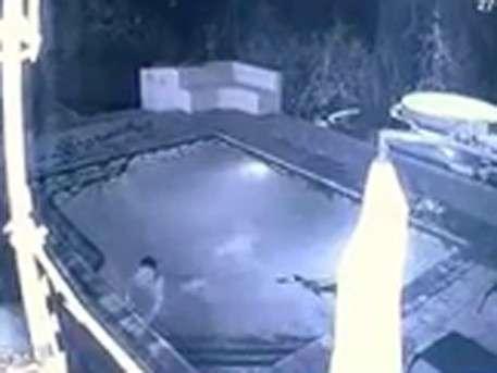Крокодил напал на девушку в бассейне отеля в Зимбабве