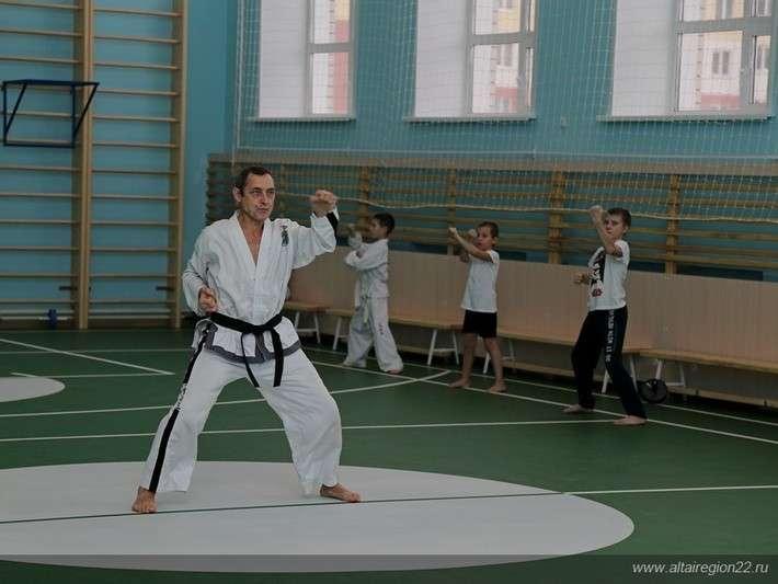 Новый корпус средней школы на 560 мест открыли в Барнауле