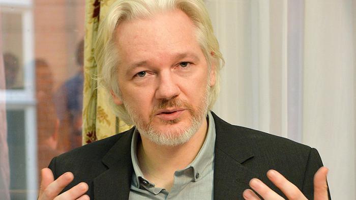 «Клинтон признаёт саудитов спонсорами ИГ»: Джулиан Ассанж дал интервью RT