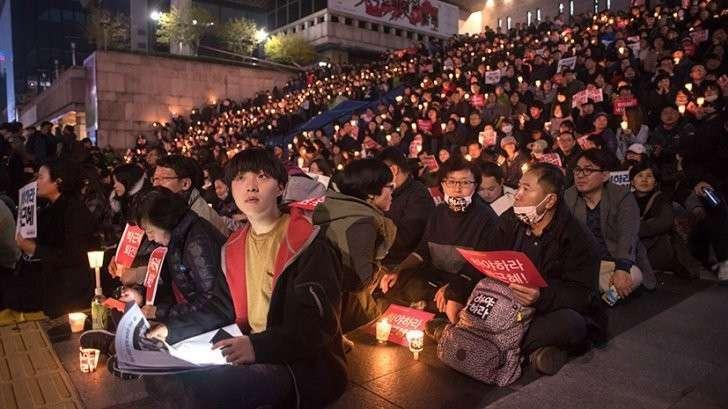 В Сеуле требуют отставки президента из-за связей с «дочкой Распутина»