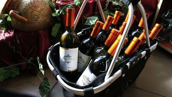 Молдавские вина на витринах магазинов. Архивное фото
