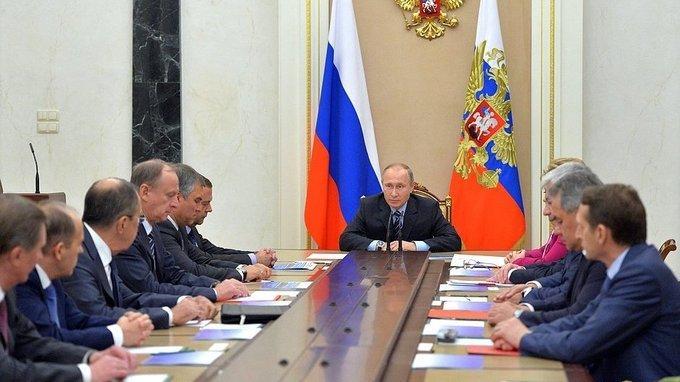 Президент провёл оперативное совещание с постоянными членами Совета Безопасности РФ