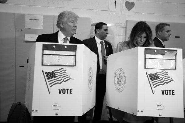 Голосование на выборах президента США напоминало фильм с открытым финалом – как, впрочем, и вся президентская кампания. Первоначально чаша весов склонялась в пользу Клинтон, но по мере подсчета голосов фортуна все больше улыбалась Трампу. По данным на утро 9 ноября (по московскому времени), после обработки 80% бюллетеней 52 млн американцев выбрали Трампа.Сам эксцентричный миллионер, ставший фаворитом «одноэтажной Америки», проголосовал в родном Нью-Йорке и демонстрировал хладнокровие