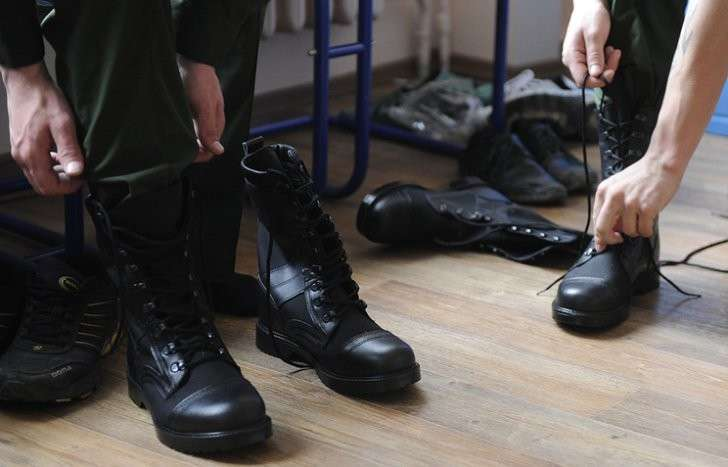 Зачем парни из Сибири едут служить во французскую армию?