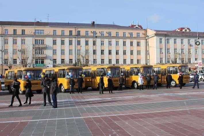8. Школы Бурятии получили 10 автобусов Сделано у нас, политика, факты