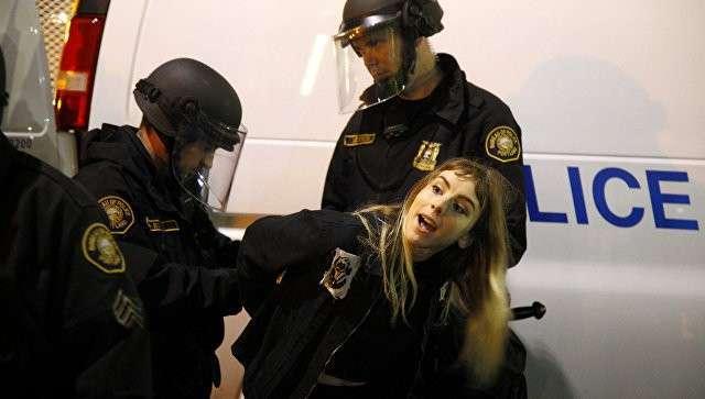 Задержание участницы беспорядков в Портленде