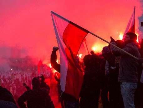 100 тысяч националистов в Варшаве требуют забрать западную Украину