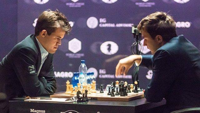 Битва за шахматный трон: Карякин и Карлсен сыграли вничью