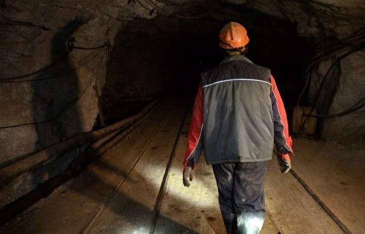 Под Луганском после обстрела горняки заблокированы в шахте