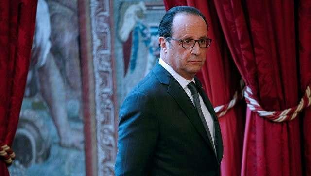 Президент Франции Франсуа Олланд перед выступлением по поводу выборов президента США в Елисейском дворце в Париже