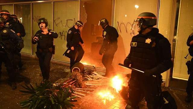 Полицейские во время акции протеста против избрания Дональда Трампа президентом США. Архивное фото