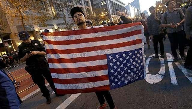 СМИ узнали, кто финансирует протесты против Трампа в США