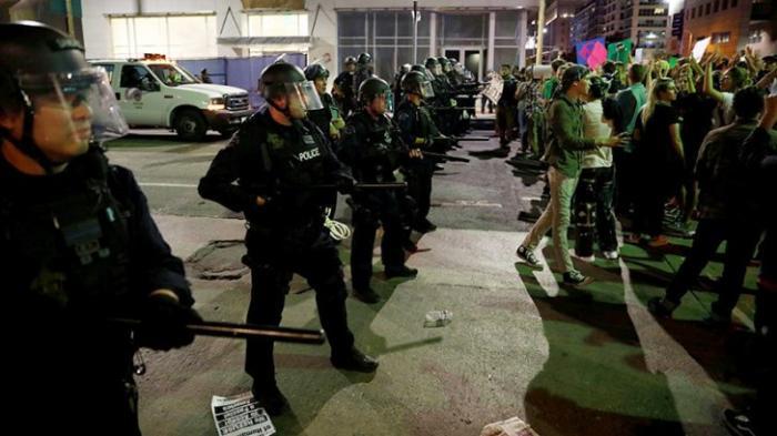 Протесты в США благополучно закончились разгоном всех митингующих