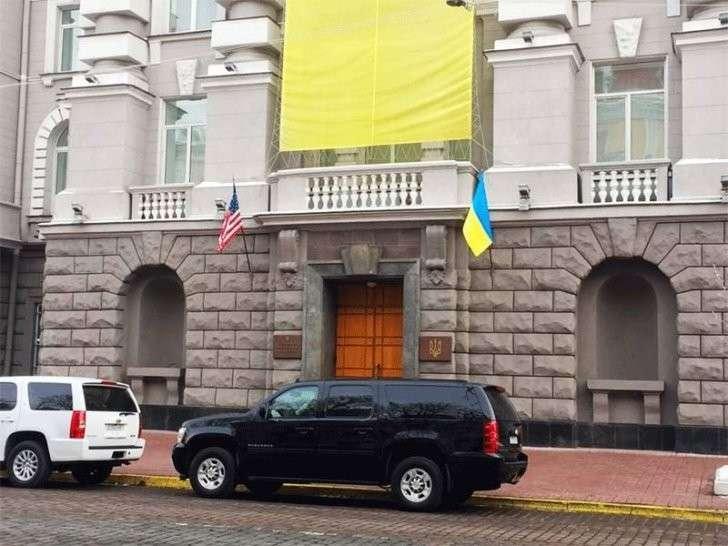 США в срочном порядке отзывают из Киева оперативников ФБР и ЦРУ