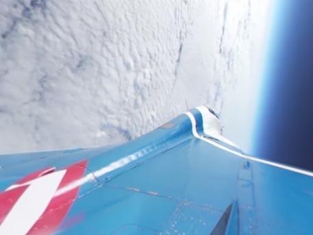 Высший пилотаж МиГ-29 в стратосфере: панорамная съёмка с борта истребителя