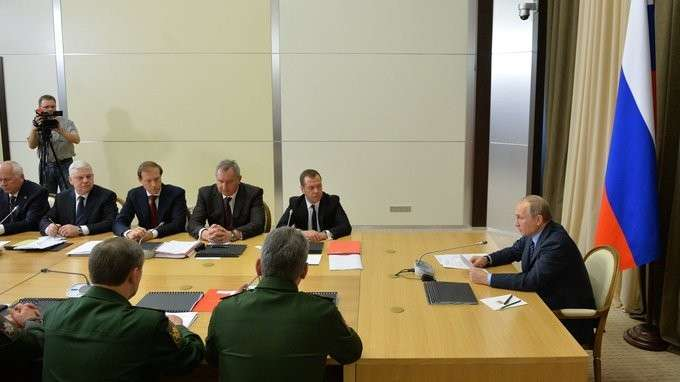 Путин обсудил сМинобороны создание оружия нановых физических принципах