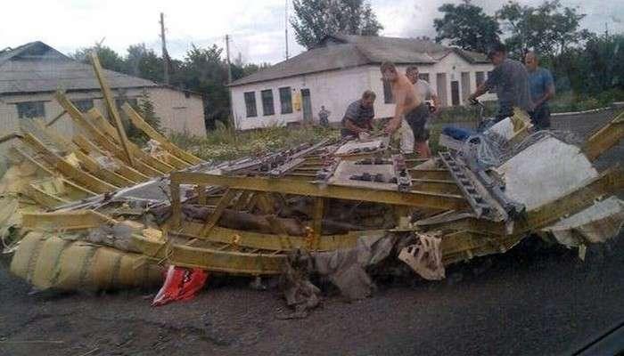 Кто принес в жертву Boeing 777 в небе над Донецком?. На Украине сбили пассажирский самолет, на борту которого находились почти 300 человек