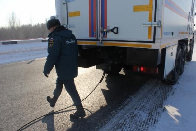Аномальные морозы: В Алтайском крае помогли десяткам автомобилистам, замерзающих на трассах